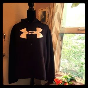 Under Armour black sweatshirt
